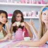 Кофе и чай помогают сохранить девичью честь