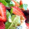 Земляничный салат с сыром