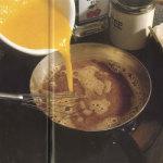 Яичный чайный пунш с вишневой наливкой