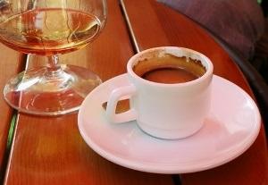 Чем опасно пить кофе с коньяком