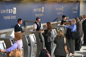Пассажирка требует от «United Continental» компенсацию $170 550 за пролитую чашку кофе