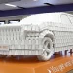 Канадские финансисты построили автомобиль из кофейных стаканчиков