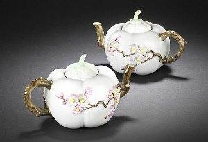 Пара заварочных чайников из «розового семейства»: $2,18 миллиона