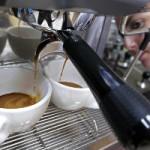 Четыре чашки кофе в день не обезвоживают организм