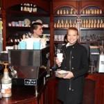 Стаканчик с кофе стал новой городской модой в Перми